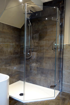 Corner-shower-enclosure