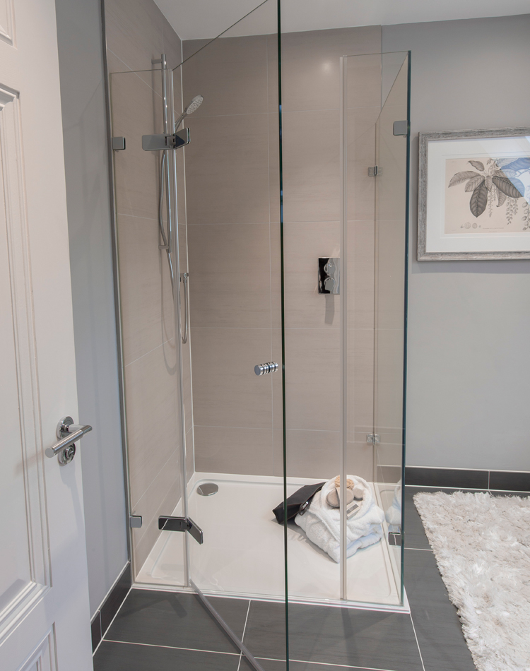 Corner-shower-enclosures