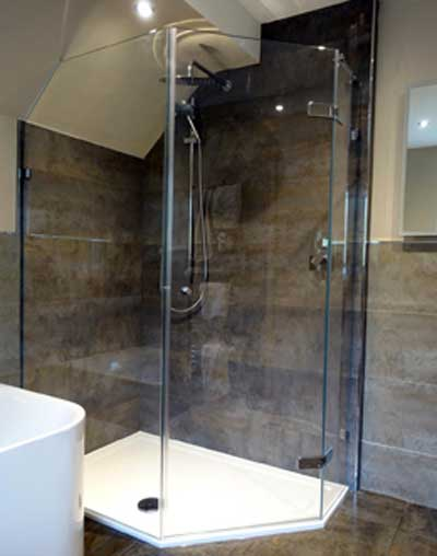 Pentagon-shower-with-Angled-Panel